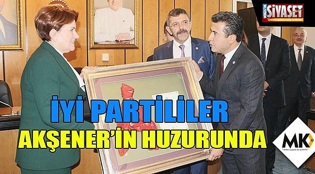 İYİ Partililer Akşener'in huzurunda
